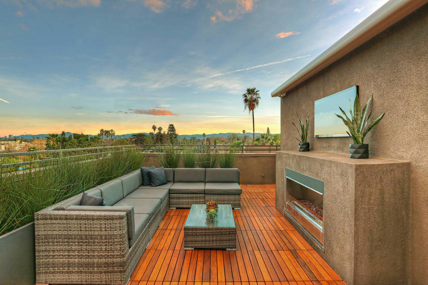Rooftop Deck with a Fire Pit (10)