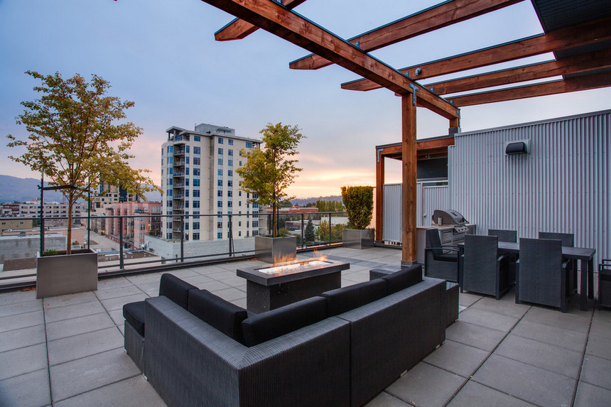 Rooftop Deck with a Fire Pit (14)