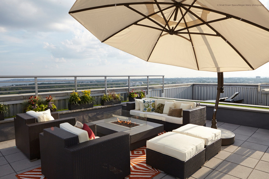 Rooftop Deck with a Fire Pit (17)