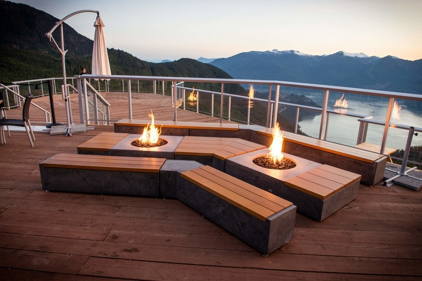 Rooftop Deck with a Fire Pit (21)