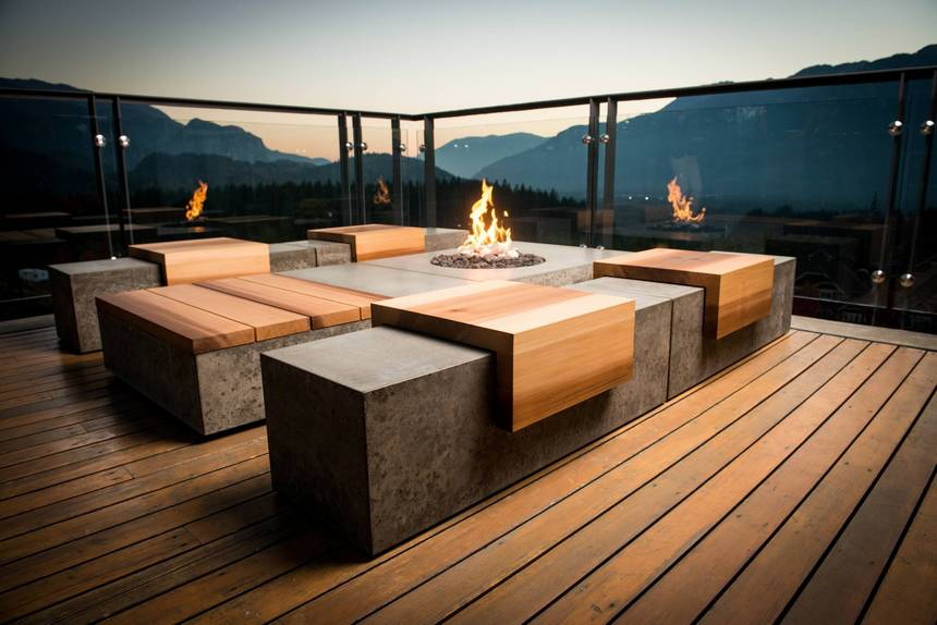 Rooftop Deck with a Fire Pit (22)