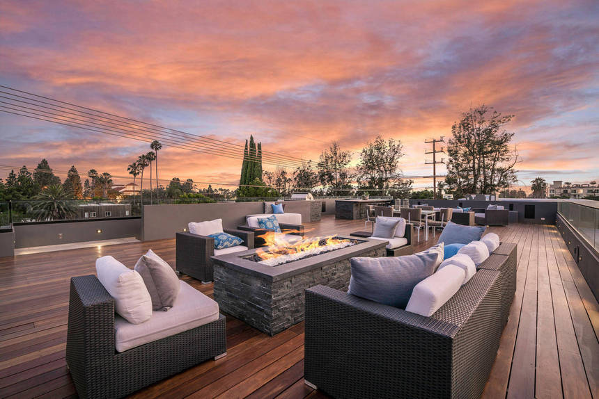 Rooftop Deck with a Fire Pit (26)