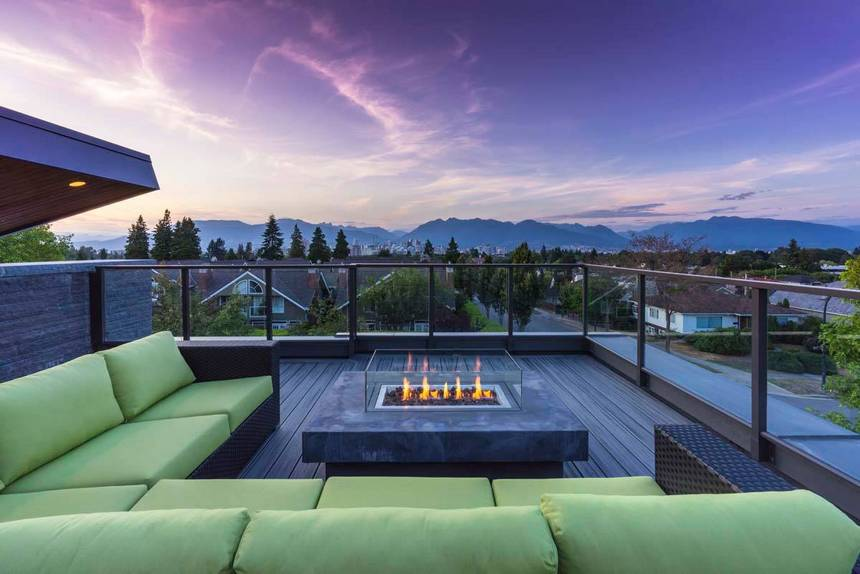 Rooftop Deck with a Fire Pit (28)