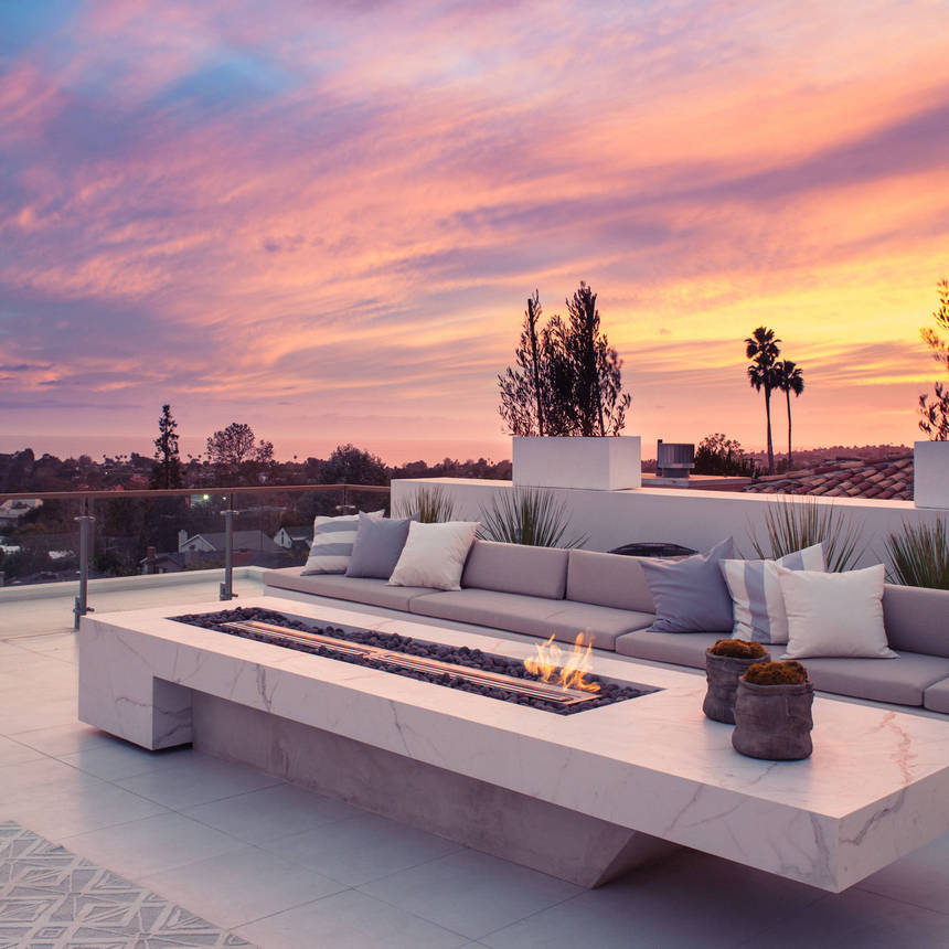 Rooftop Deck with a Fire Pit (29)